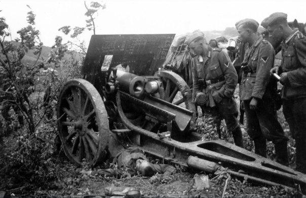 Советский солдат против дивизии Вермахта