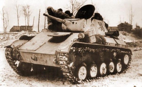Советский танк смял 2 гитлеровских машины