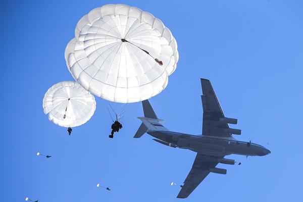 Новый парашют в РФ: полетят даже большегрузные командос. 1