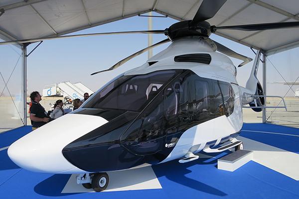 ВС Франции летает на вертолете Фантомаса. 1