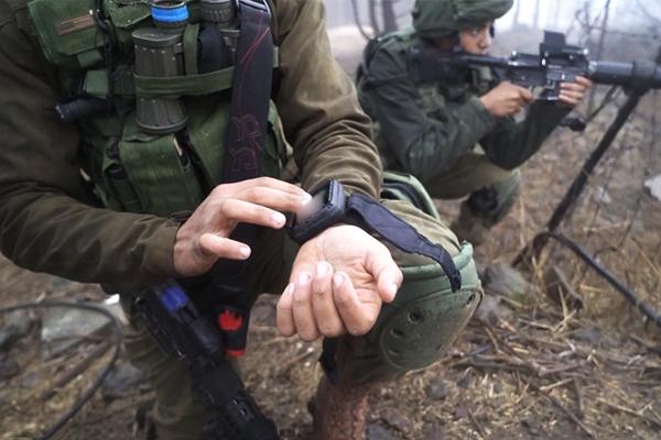 Израильских солдат можно вычислить по наручным смартфонам. 2