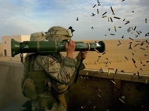 Одноразовый противотанковый гранатомет AT4 / M136 (Швеция - США)