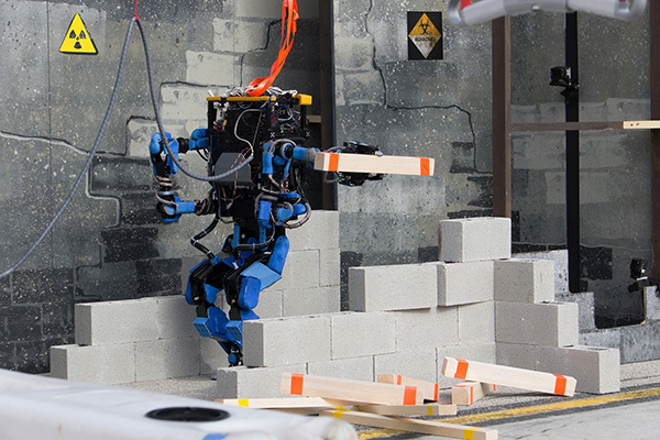 Мистер робот стал Терминатором. 2