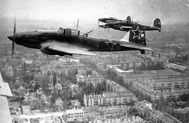 Военно-воздушные силы США бомбили Берлин… конфетами. 15907.jpeg