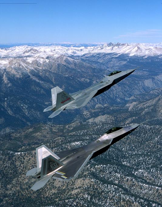 В небе F-22. ФОТО. 14945.jpeg