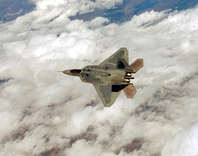 В небе F-22. ФОТО. 14946.jpeg