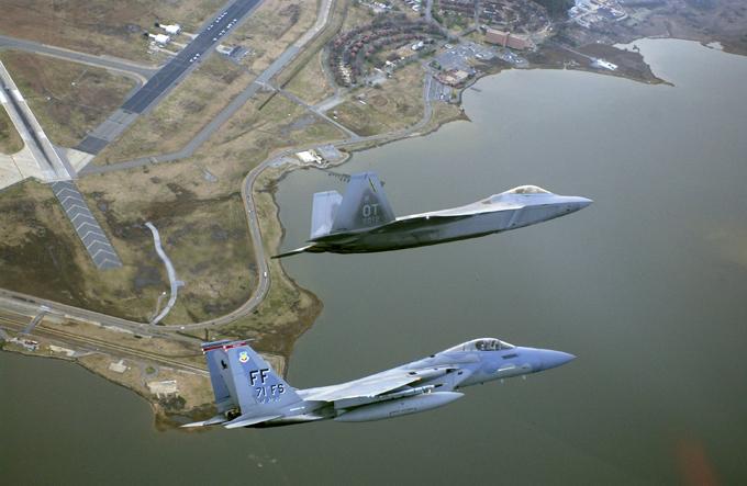 В небе F-22. ФОТО. 14947.jpeg