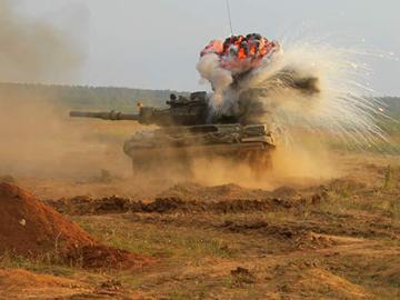Танковый бой. ФОТО