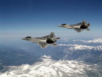 В небе F-22. ФОТО
