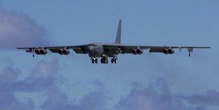 Ядерные В-52 отметят столетний юбилей. Видео бомбардировщика