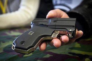 """Американские шерифы получили российские пистолеты """"Оса"""""""