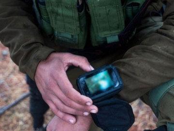 Израильских солдат можно вычислить по наручным смартфонам